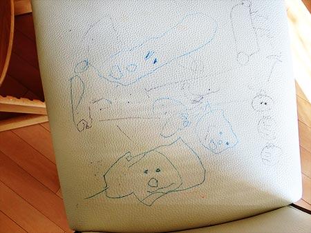 椅子に描いてる絵